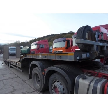 Stepframe Tri-Axle Low Loader Trailer 2011 CAT 1