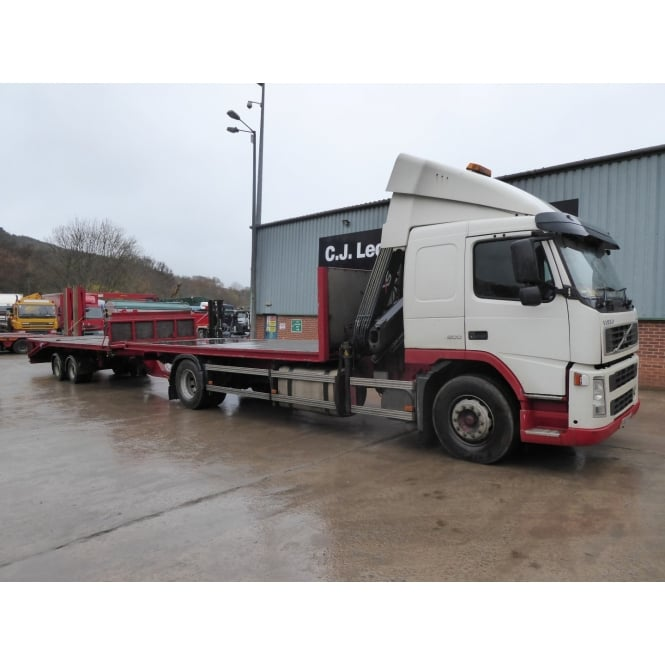 VOLVO FM9-300 4x2 Flatbed Crane Lorry 2003 with KING Tandem Axle Drag/Cheese Wedge Insert Trailer 1999